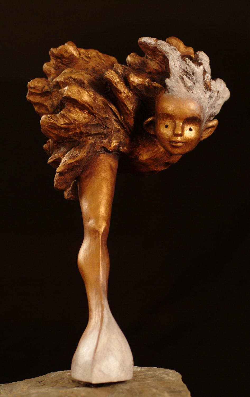 Collection: L'allégorie des ambiguïtés, Résine, poudre de bronze, tiges d'acier, pierre-Photo: Benoît Lemay