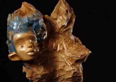 Claire-Alexie Turcot Collection: L'allégorie des ambiguïtés, Noyer cendré, pierre-Photo: Benoît Lemay