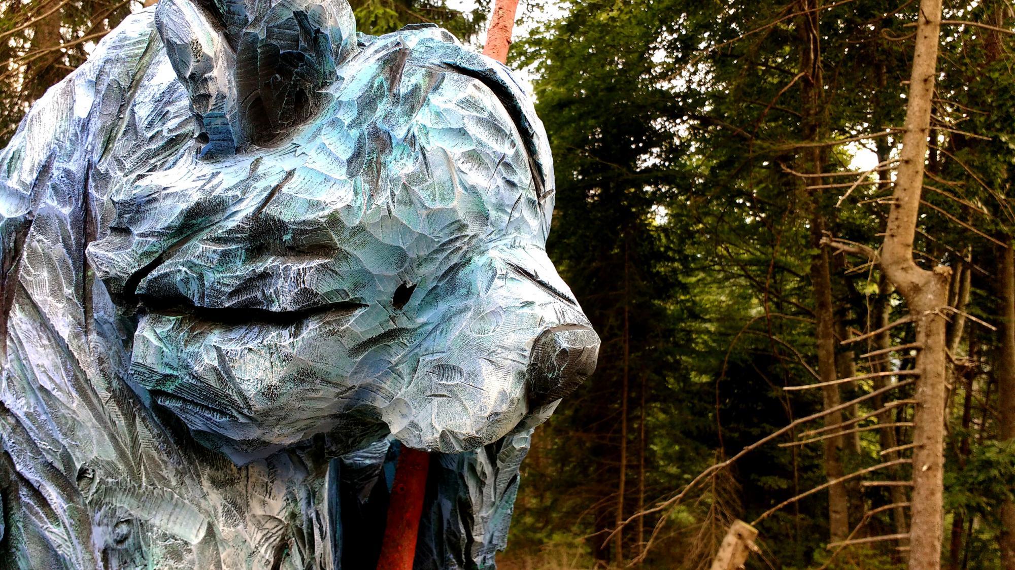 Ours bleu, 2 mètres x 65 cm x 55 cm, Pin, 2017-Claire-Alexie Turcot