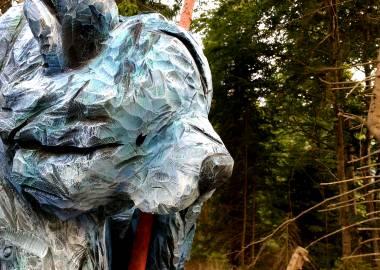 Claire-Alexie Turcot Ours bleu, 2 mètres x 65 cm x 55 cm, Pin, 2017-Claire-Alexie Turcot