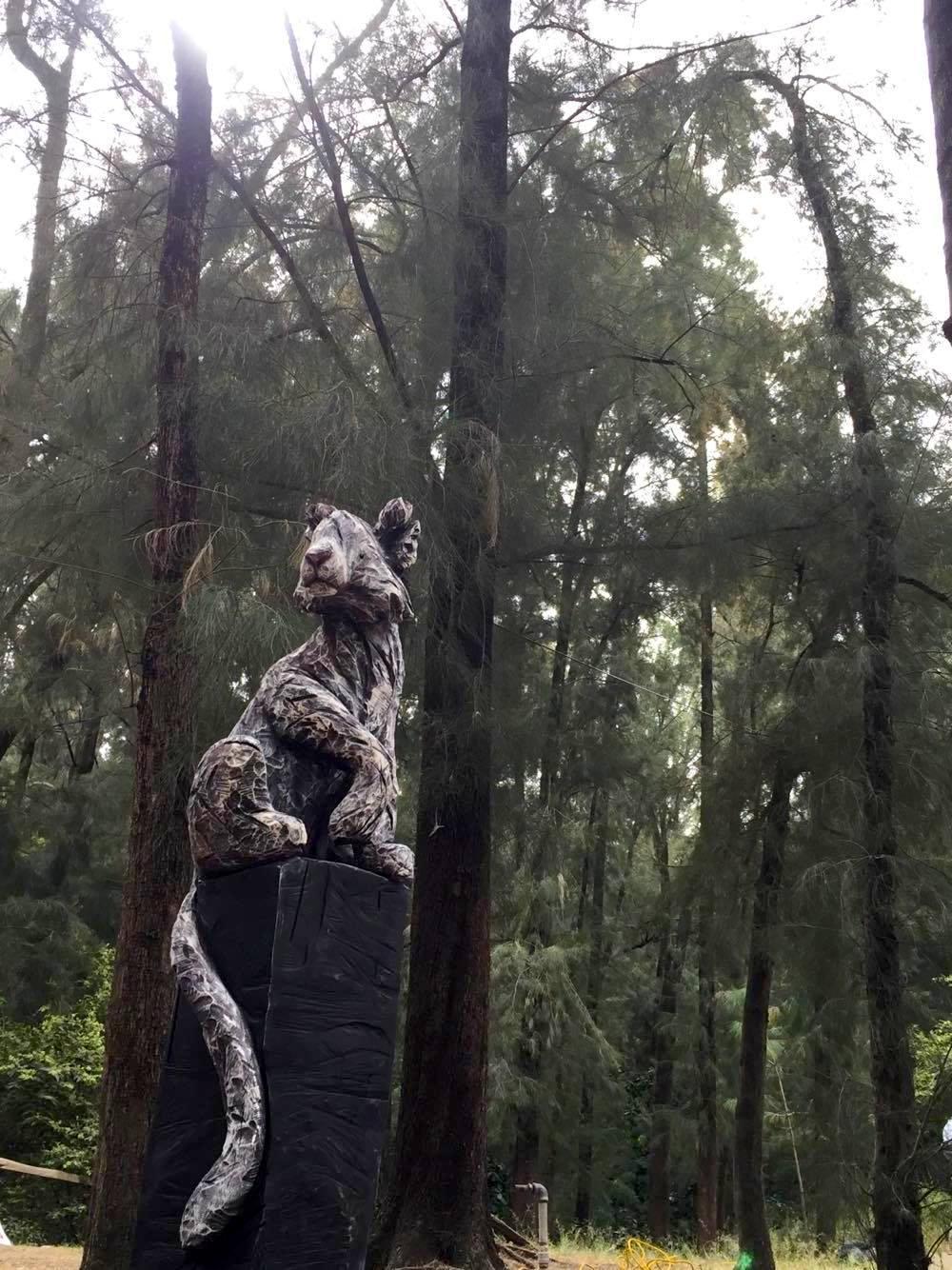 Eucalyptus, acrylique 190 cm x 50 cm x43 cm, Symposium de sculpture de Colomos forest, Guadalajara 2017,Mexico-Claire-Alexie Turcot