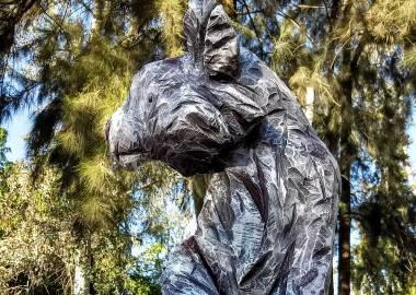 Claire-Alexie Turcot Eucalyptus, acrylique 190 cm x 50 cm x43 cm, Symposium de sculpture de Colomos forest, Guadalajara 2017,Mexico-Claire-Alexie Turcot