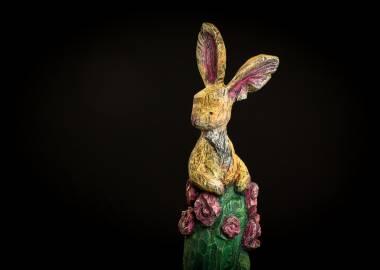 Claire-Alexie Turcot Collection ''Les-Entaillés'', Tilleul, acrylique, 68 cm x 16 cmx 10 cm, 2014-Photo: Benoît Lemay