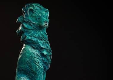 Claire-Alexie Turcot Collection ''Les Entaillés'', Tilleul, acrylique, 105 cm x 15 cm x 17 cm, 2014-Photo: Benoît Lemay