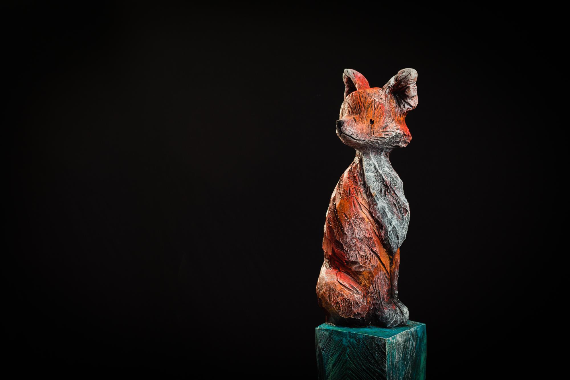 Collection ''Les Entaillés'', Tilleul, acrylique, 116 cm x 17 cm x 17 cm, 2014 -Photo: Benoît Lemay