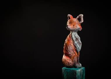 Claire-Alexie Turcot Collection ''Les Entaillés'', Tilleul, acrylique, 116 cm x 17 cm x 17 cm, 2014 -Photo: Benoît Lemay