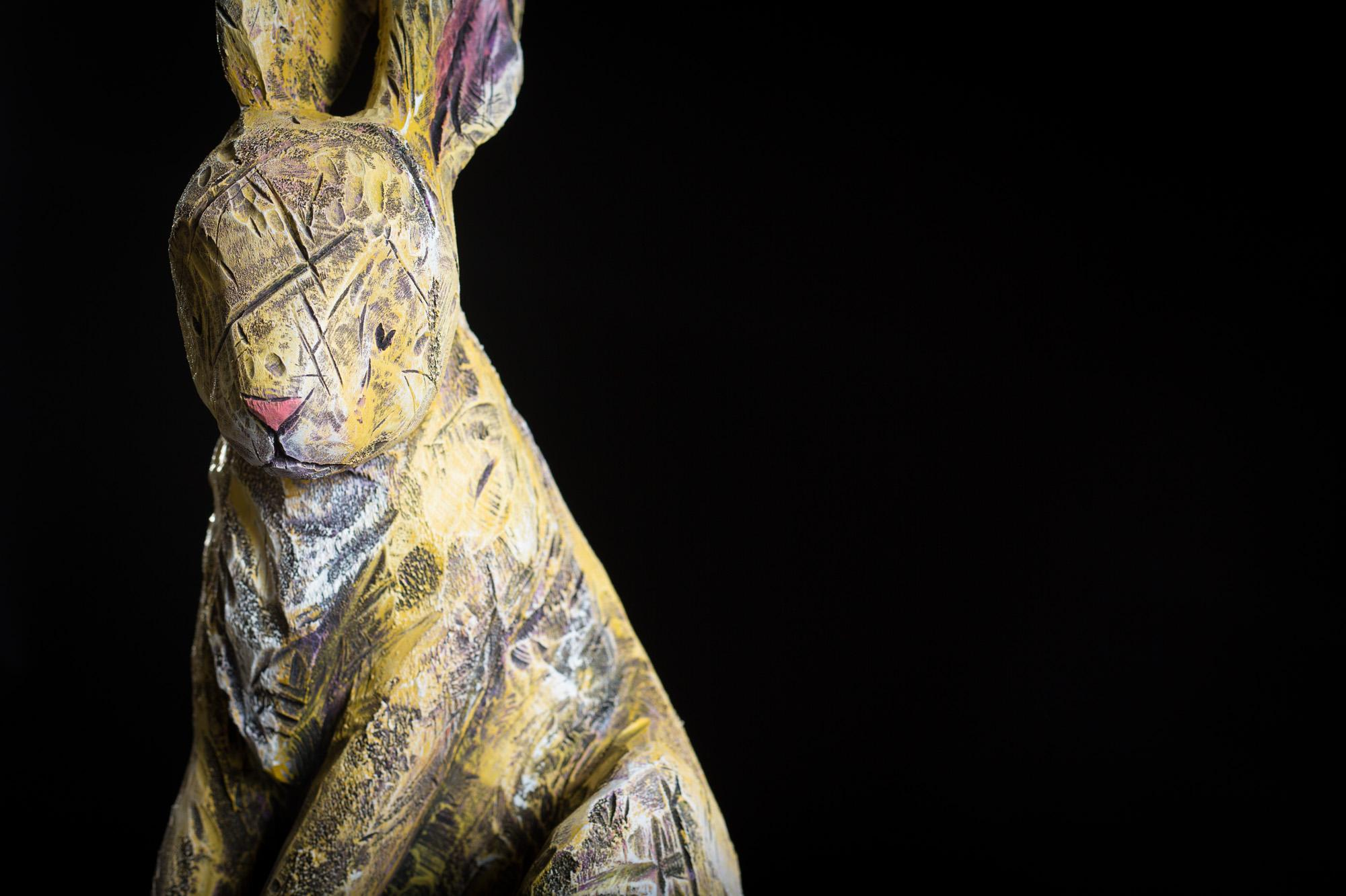 Collection ''Les Entaillés'', Tilleul, acrylique, 82 cm x 36 cm x 33 cm, 2015-Photo: Benoît Lemay